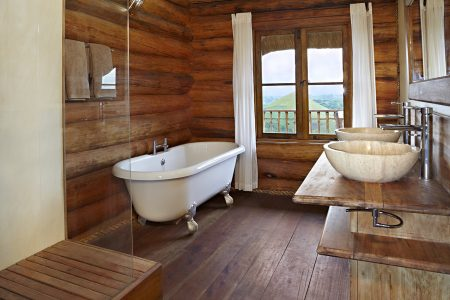 Bathroom at Kyaninga Lodge.