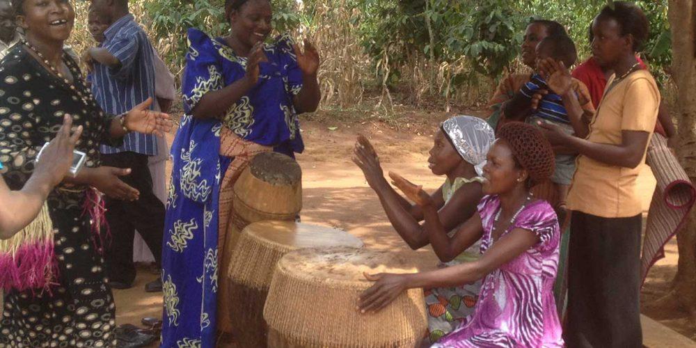 Kalisizo women drumming