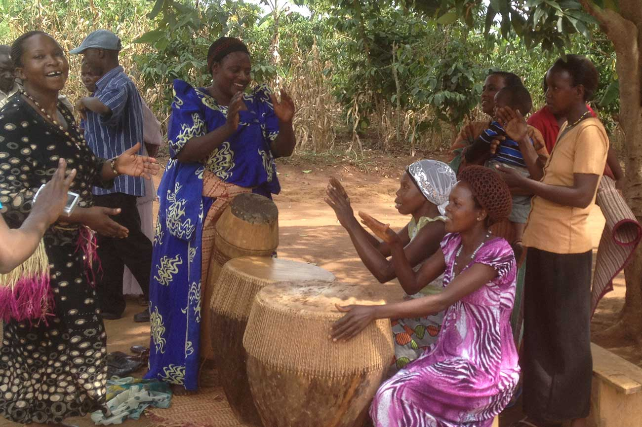 Kalisizo women drumming